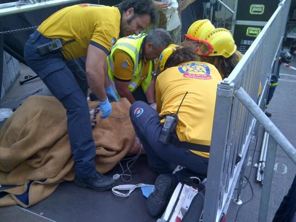 Dos trabajadores heridos tras desprenderse parte de un escenario (2/4)