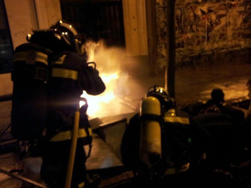 Heridos tres bomberos por la explosión de un fuego eléctrico que se extendió a la acometida de gas (6/6)