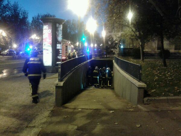 Incendio en una galería subterránea en Plaza de España (1/3)